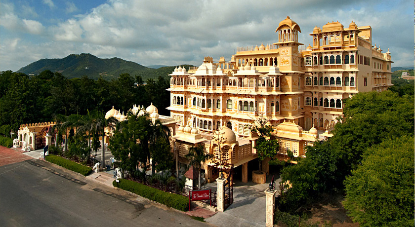 Palace wedding in Udaipur : Chunda Palace