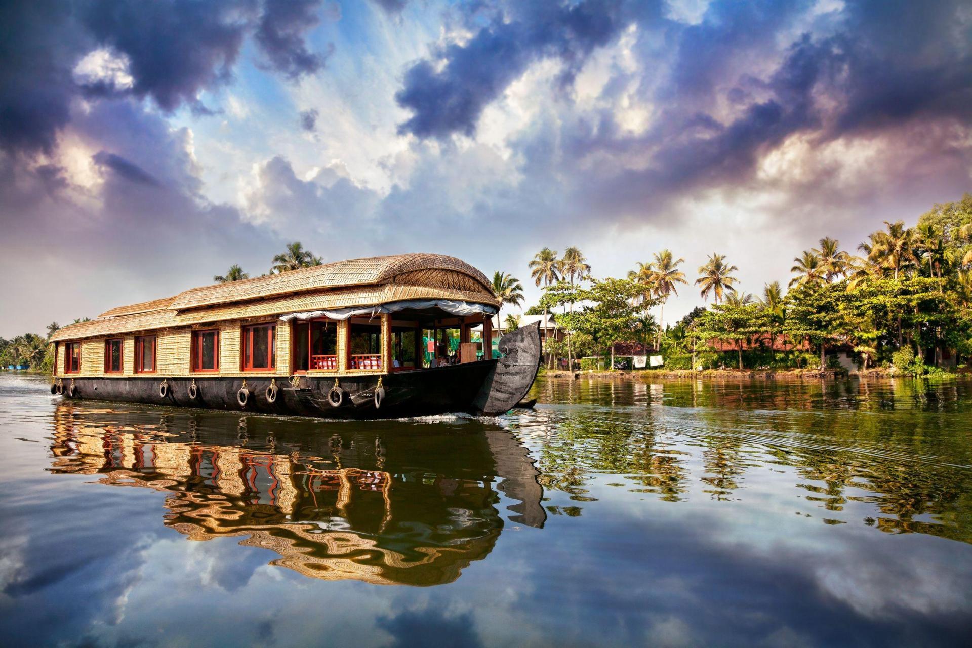 Wedding in Kerala - House boat