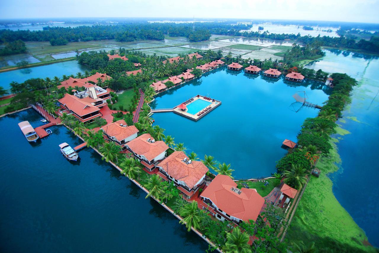 Wedding in Kerala - Lake palace resort